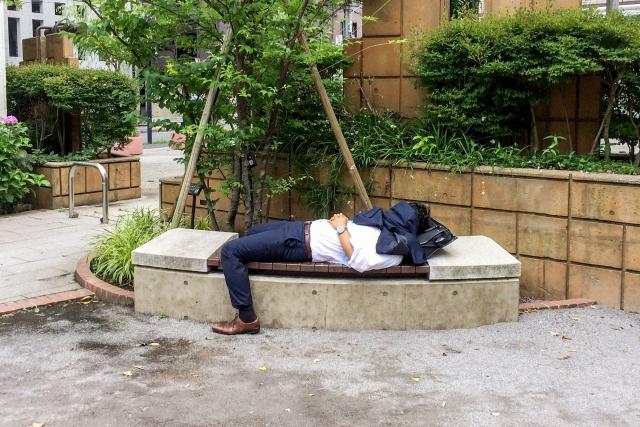 眠るサラリーマン